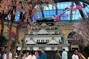 大阪城に桜咲く