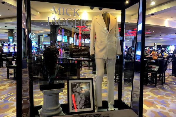 ハードロックホテル ミック・ジャガーの衣装