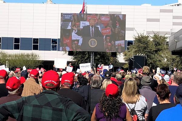 スピーチするトランプ大統領