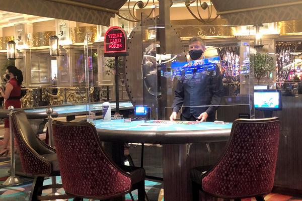 ベラージオホテル テーブルに仕切り版を設置