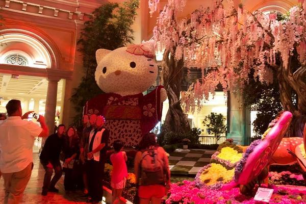 ベラージオ植物園 キティさんと記念撮影