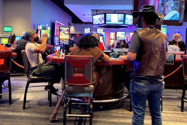 仮装でカジノ
